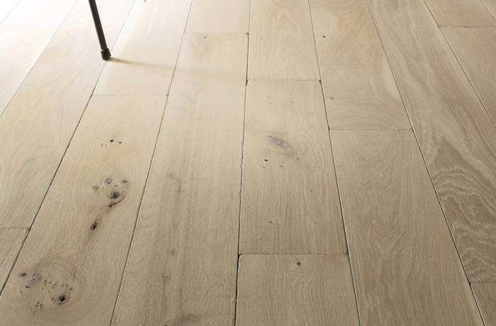 Pose de parquet with pose de parquet les differents for Parquet massif sur carrelage