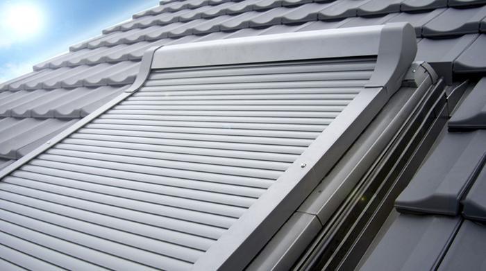 Des fenêtres de toit avec store