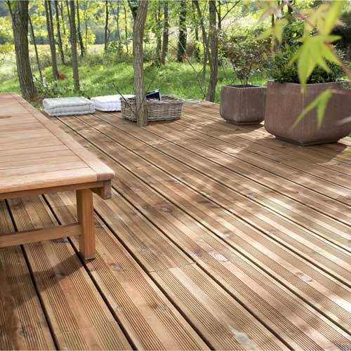 Terrasse bois en lames de pin